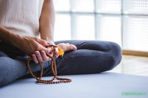 In deze webshop vind je yogakleding met een goed verhaal!