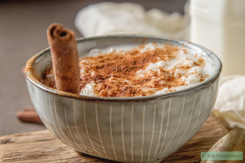 Romige vegan rijstpap met kaneel