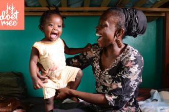 doneren aan een Keniaans gezinshoofd