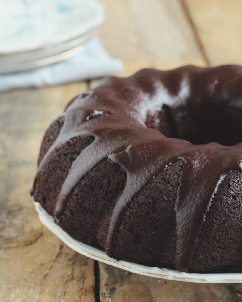 Carobe cake met chocolade frosting