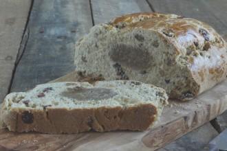 Glutenvrij rozijnenbrood met spijs