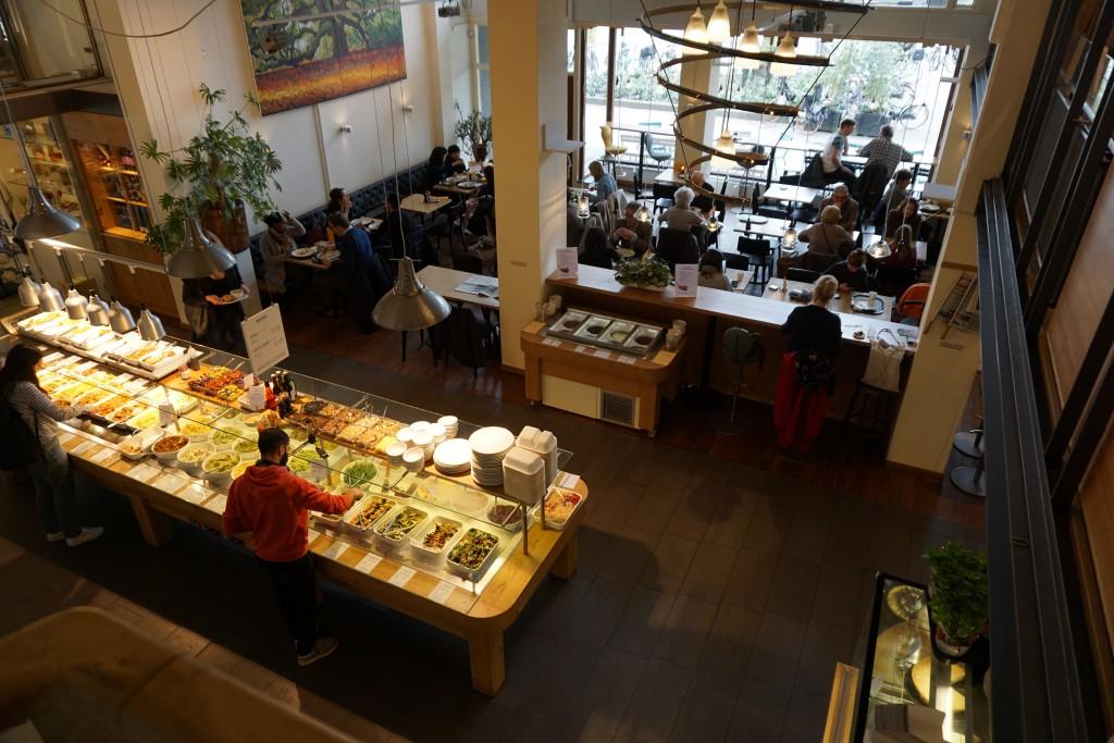 Het-buffet-bij-biologisch-restaurant-Spirit