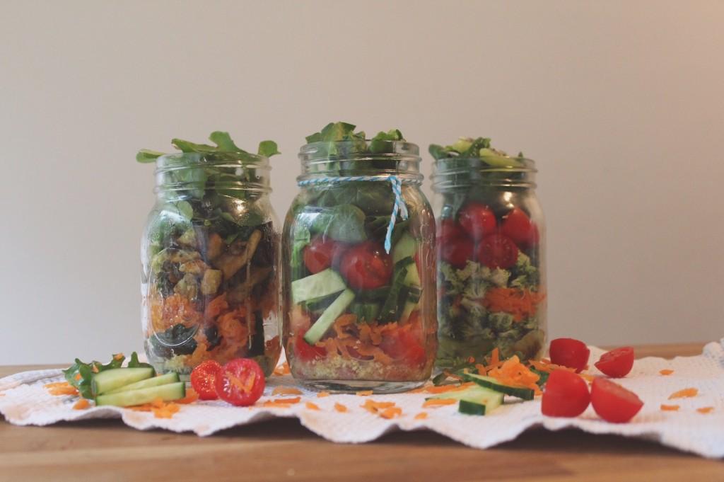 Het principe is simpel! Stop alle ingrediënten voor je favoriete salade in een glazen pot. Zo blijft de salade niet alleen lekker vers, maar kun je jouw salade ook meenemen zonder dat deze gaat lekken.