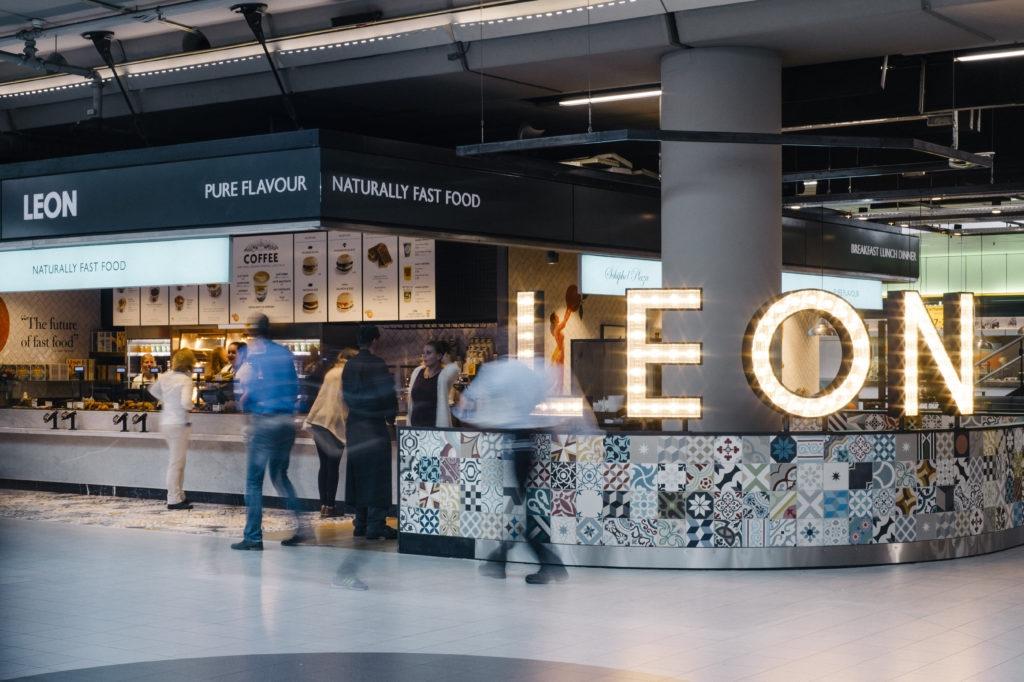 Gezonde en glutenvrije fastfood: Leon opent restaurant op Schiphol
