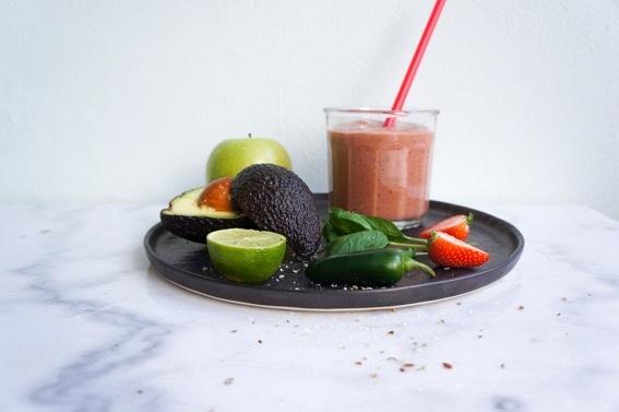 Edgy avocado aardbeien smoothie