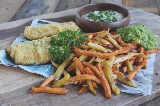 Gezonde fish and chips met groentefriet