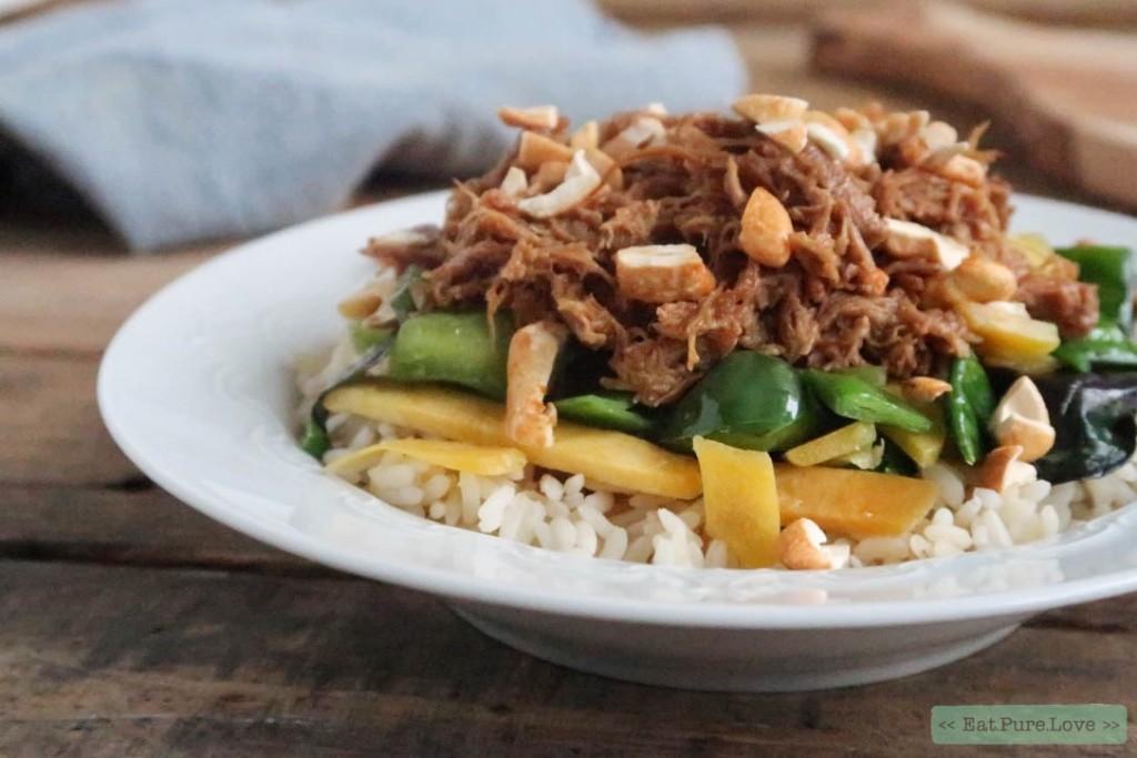 Pulled chicken met rijst en cashewnoten