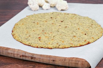 Zo maak je de perfecte pizzabodem van bloemkool!