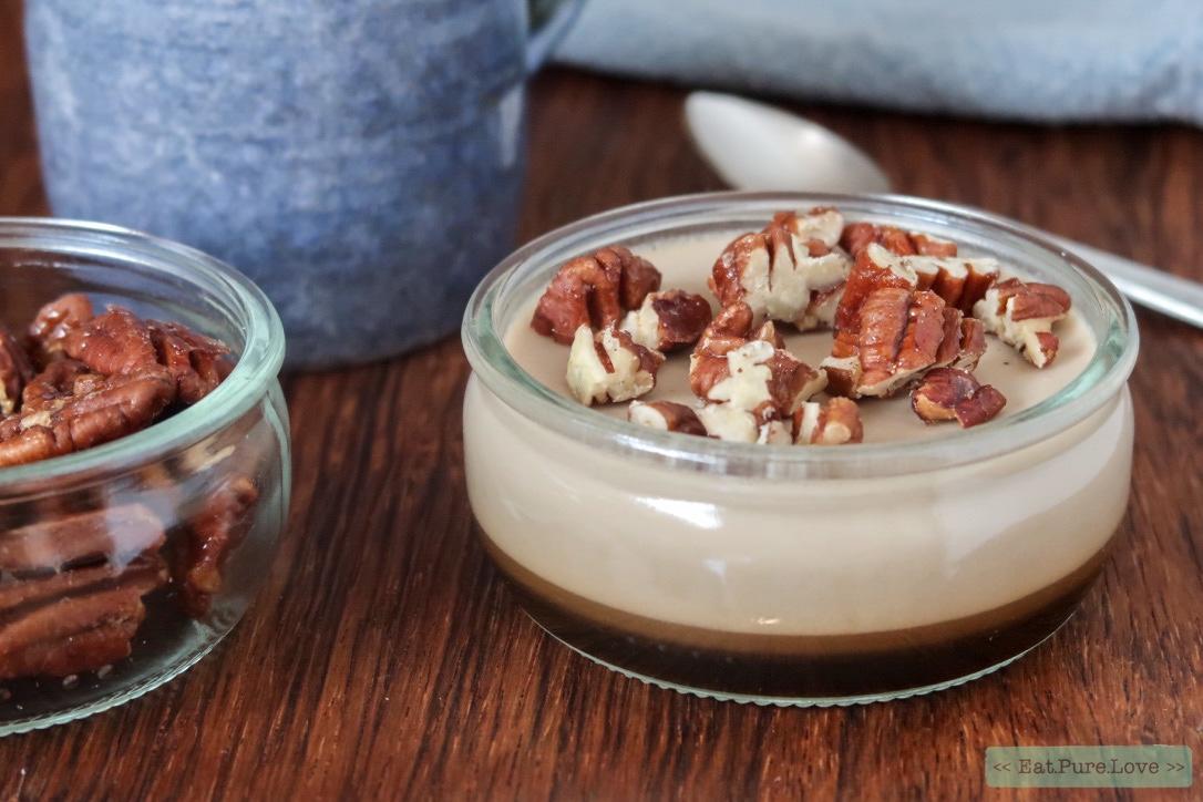 Koffie panna cotta met gekarameliseerde pecannoten