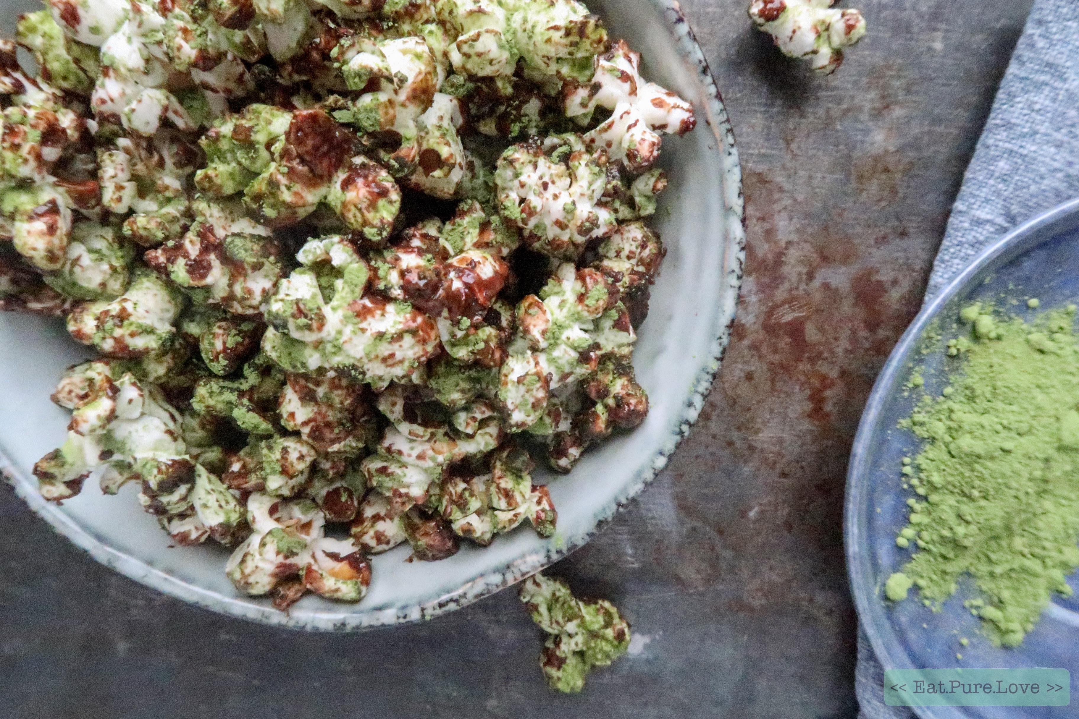 Gezonde popcorn met matcha en chocolade