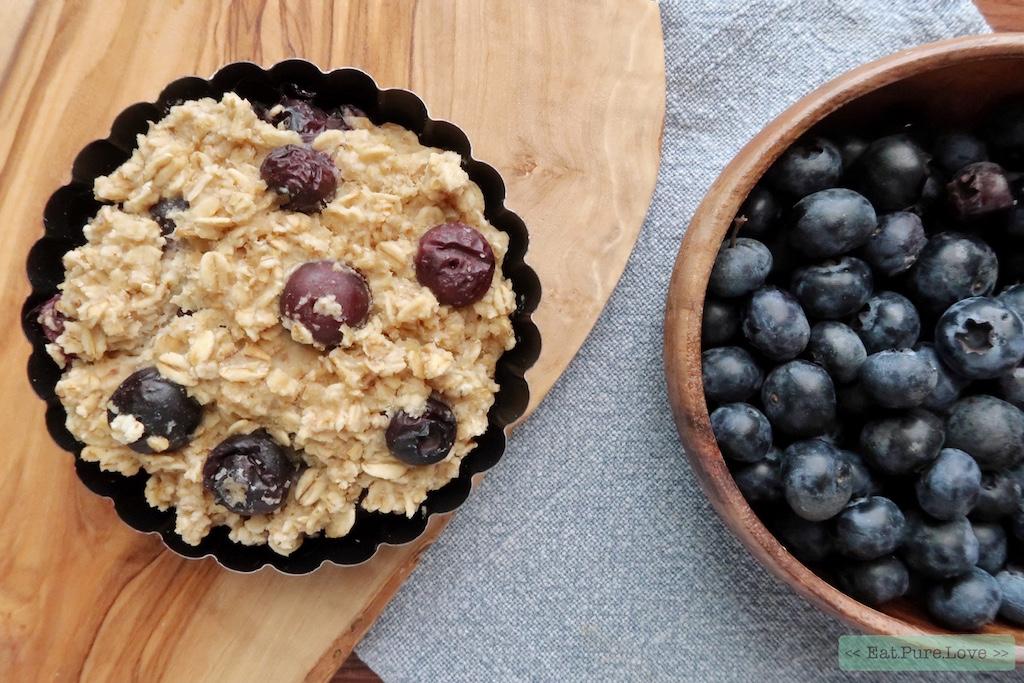 Vegan havermout taartje met blauwe bessen