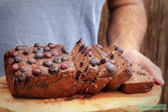 Glutenvrije chocolade cake met blauwe bessen