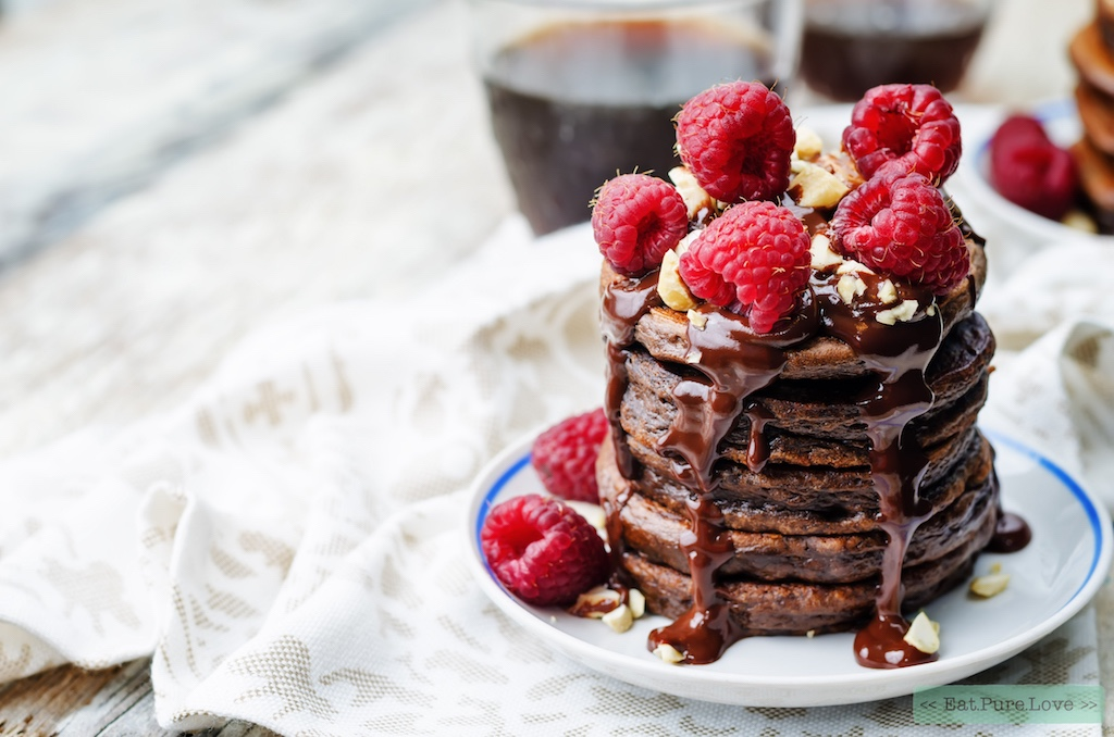 Fluffy chocolade pannenkoekjes met verse frambozen