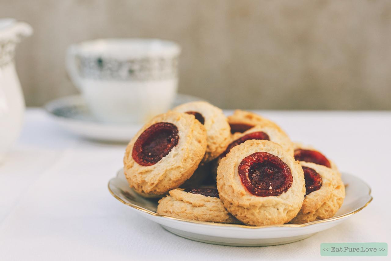 Glutenvrije amandelkoekjes met aardbeienjam (en ook nog eens vegan!)