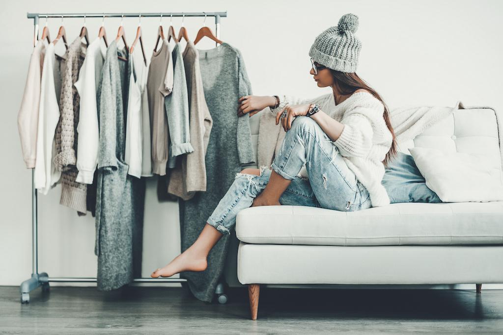 5 tips voor een duurzame capsule wardrobe (en vergeet de voordelen niet!)