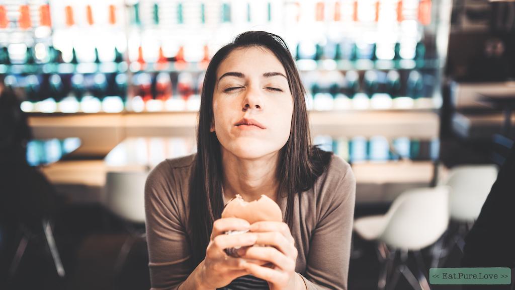 Ongesteld? Zo voorkom je (vr)eetbuien tijdens je menstruatie!